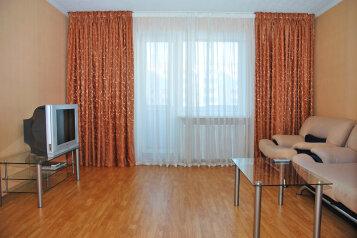 2-комн. квартира на 4 человека, улица Чайковского, 52, Челябинск - Фотография 1