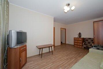 1-комн. квартира, 32 кв.м. на 3 человека, улица Володарского, 17, Челябинск - Фотография 1