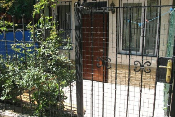 2-комн. квартира, 40 кв.м. на 4 человека, улица Толстого, 1, Ялта - Фотография 1