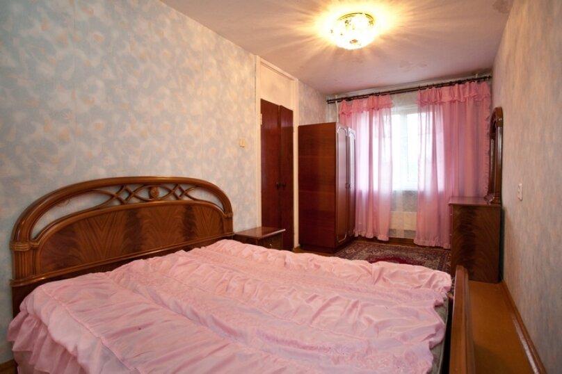 3-комн. квартира, 100 кв.м. на 7 человек, улица Курчатова, 10, Челябинск - Фотография 1
