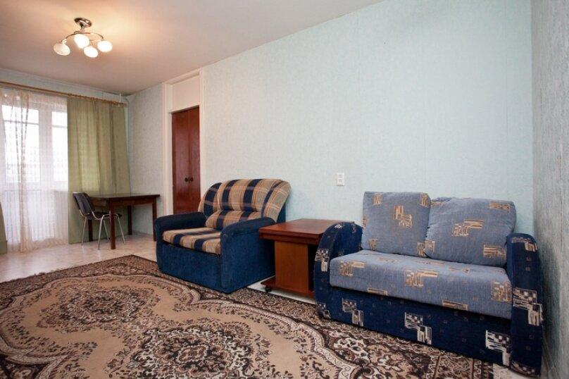 3-комн. квартира, 100 кв.м. на 7 человек, улица Курчатова, 10, Челябинск - Фотография 4