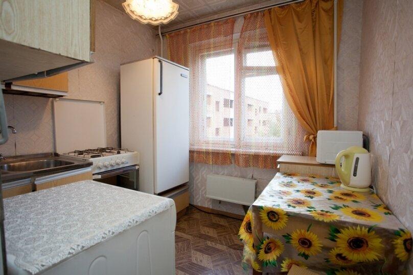 3-комн. квартира, 100 кв.м. на 7 человек, улица Курчатова, 10, Челябинск - Фотография 7