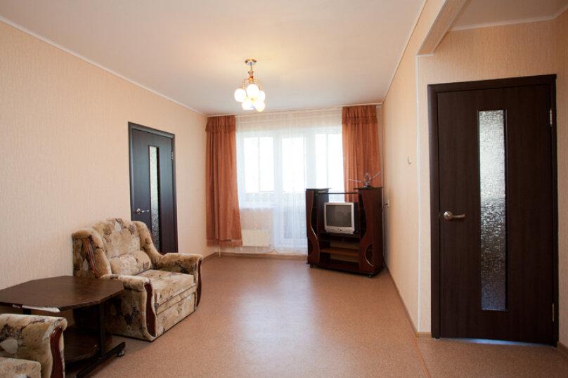 2-комн. квартира на 5 человек, улица Труда, 165, Челябинск - Фотография 1