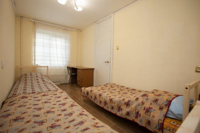 2-комн. квартира на 5 человек, улица Труда, 165, Челябинск - Фотография 4