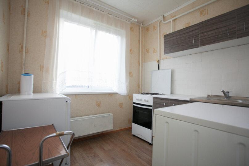 2-комн. квартира на 5 человек, улица Труда, 165, Челябинск - Фотография 7
