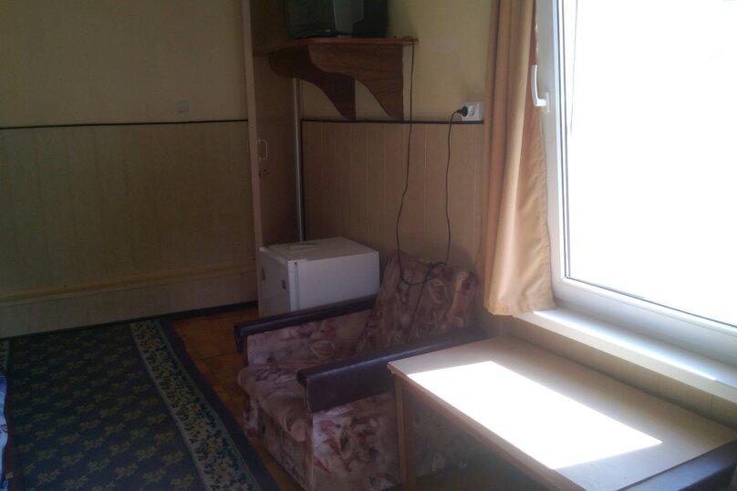 Трехместный номер стандарт,на 2 ом этаже, улица Ломоносова, 3, Геленджик - Фотография 2