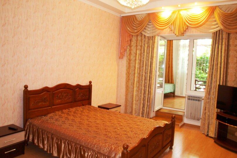 2-комн. квартира, 40 кв.м. на 4 человека, улица Бирюкова, 4, Ялта - Фотография 6
