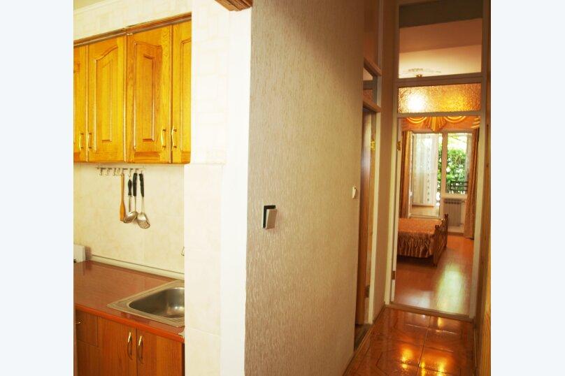 2-комн. квартира, 40 кв.м. на 4 человека, улица Бирюкова, 4, Ялта - Фотография 12