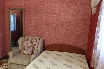 Двухэтажный домик на 1-3 человек. Центр города, 30 кв.м. на 3 человека, 1 спальня, улица Куйбышева, 12, Феодосия - Фотография 3