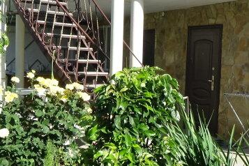 """Гостевой дом """"На переулке Танкистов 5А"""", переулок Танкистов, 5А на 3 комнаты - Фотография 1"""