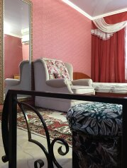 Двухэтажный домик на 1-3 человек. Центр города, 30 кв.м. на 3 человека, 1 спальня, улица Куйбышева, 12, Феодосия - Фотография 1