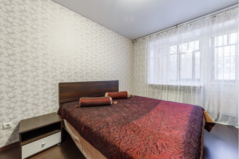 2-комн. квартира, 50 кв.м. на 4 человека, улица Мамина-Сибиряка, 137, Екатеринбург - Фотография 1