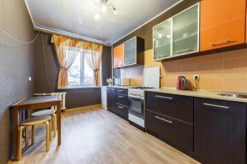 1-комн. квартира, 40 кв.м. на 4 человека, проспект Ленина, Площадь 1905 года, Екатеринбург - Фотография 1