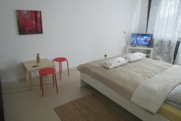 3-комн. квартира, 73 кв.м. на 8 человек, улица Гущина, Псков - Фотография 1
