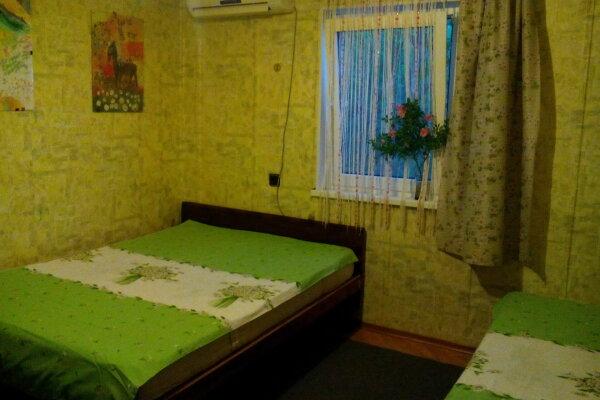 Комната в гостевом дворе у моря для летнего отдыха, Кипарисная улица, 23А на 7 номеров - Фотография 1