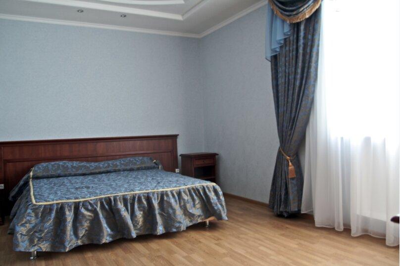 4-хместный, улица Луначарского, 230, Геленджик - Фотография 1