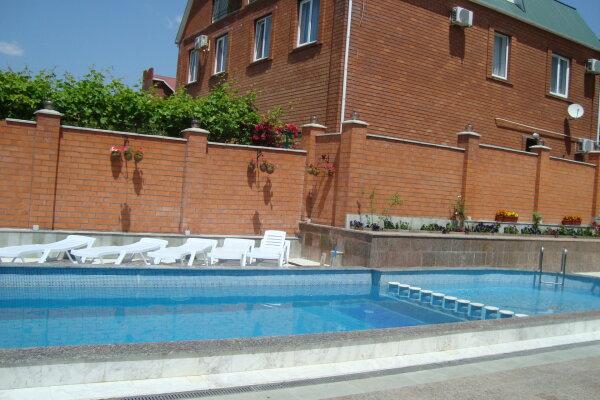 Отель , улица Луначарского, 230 на 40 номеров - Фотография 1