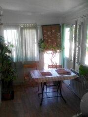 Дом , второй этаж полностью, 70 кв.м. на 6 человек, 2 спальни, улица Пуцатова, 10, Алушта - Фотография 2