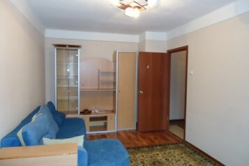 1-комн. квартира, 32 кв.м. на 4 человека, улица Орджоникидзе, Санкт-Петербург - Фотография 1