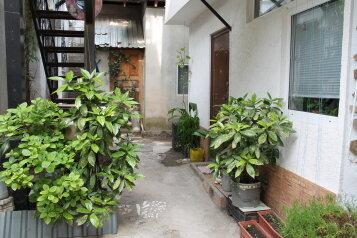 Гостевой дом в районе Ореанды, улица Гоголя, 16 на 2 комнаты - Фотография 1