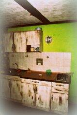 Сдаётся гостевой дом на 6+9 чел в Крыму в Орджоникидзе в 30 шагах от моря .цена 6000., Шелковичная улица на 4 номера - Фотография 3