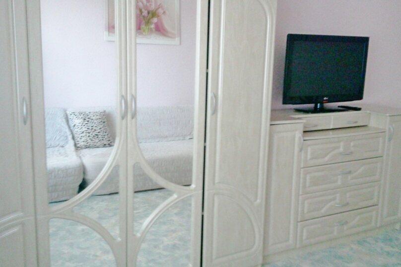 2-комн. квартира, 40 кв.м. на 4 человека, улица Ленина, 28, Алушта - Фотография 1