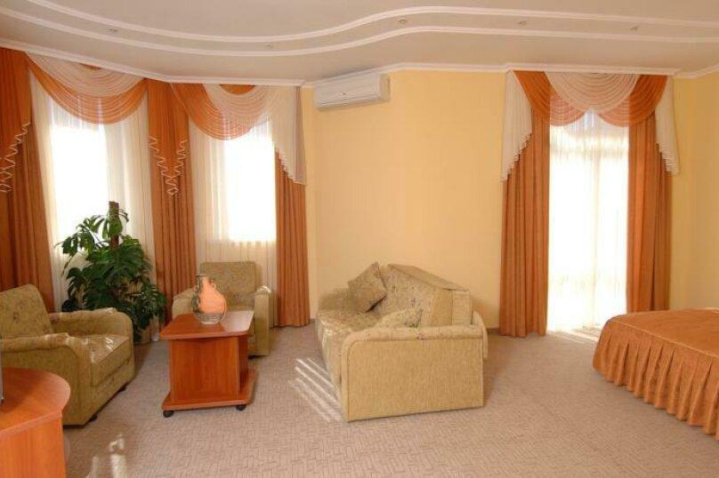 Улучшенный 2-х мест. с балконом, улица Десантников, 16, Коктебель - Фотография 3