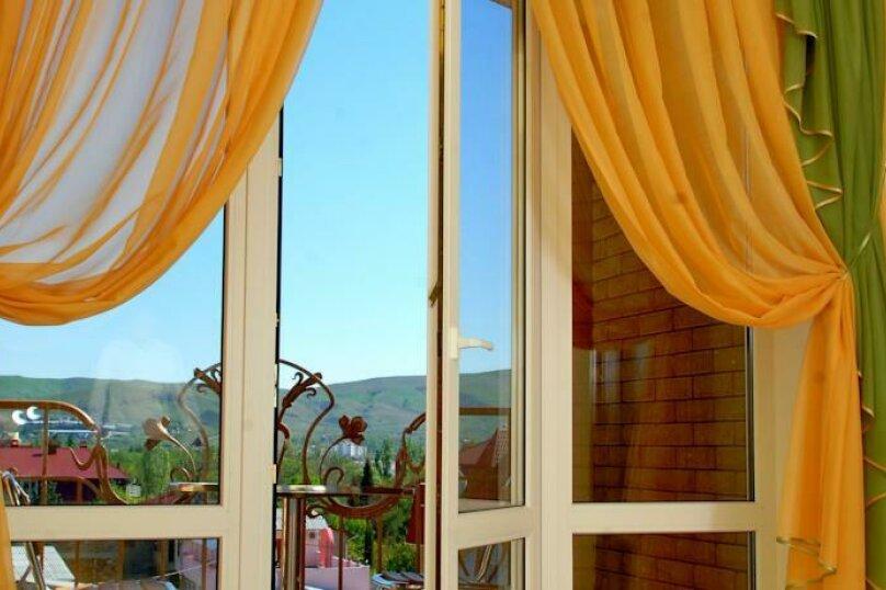 Улучшенный 2-х мест. с балконом, улица Десантников, 16, Коктебель - Фотография 13