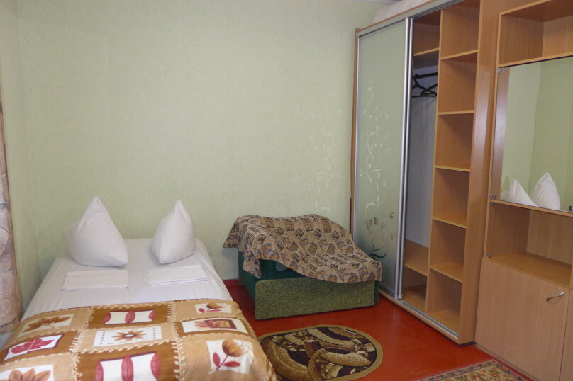 Гостиница 660477, Пионерская улица, 46 на 4 комнаты - Фотография 1