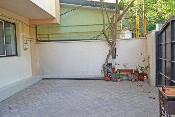 2 ух комнатная квартира на первом этаже с двориком, 230 кв.м. на 5 человек, 2 спальни, Маратовская улица, 57, Гаспра - Фотография 3