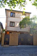 2 ух комнатная квартира на первом этаже с двориком, 230 кв.м. на 5 человек, 2 спальни, Маратовская улица, 57, Гаспра - Фотография 1