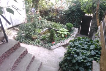 Гостевой дом с зеленым внутренним двором , улица Горького на 5 номеров - Фотография 2