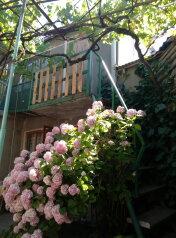 Номер на втором этаже:  Дом, 3-местный (2 основных + 1 доп), Итальянский дворик, улица Водовозовых, 9 на 3 номера - Фотография 4
