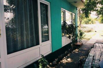 """Гостевой дом """"Суворинские Камни"""", Курортная улица, 32 на 5 комнат - Фотография 1"""