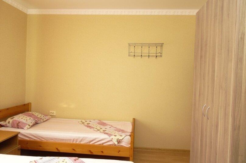 Трехместный Эк. с кондиционером 2 этаж №4, улица Гоголя, 197А, Анапа - Фотография 3