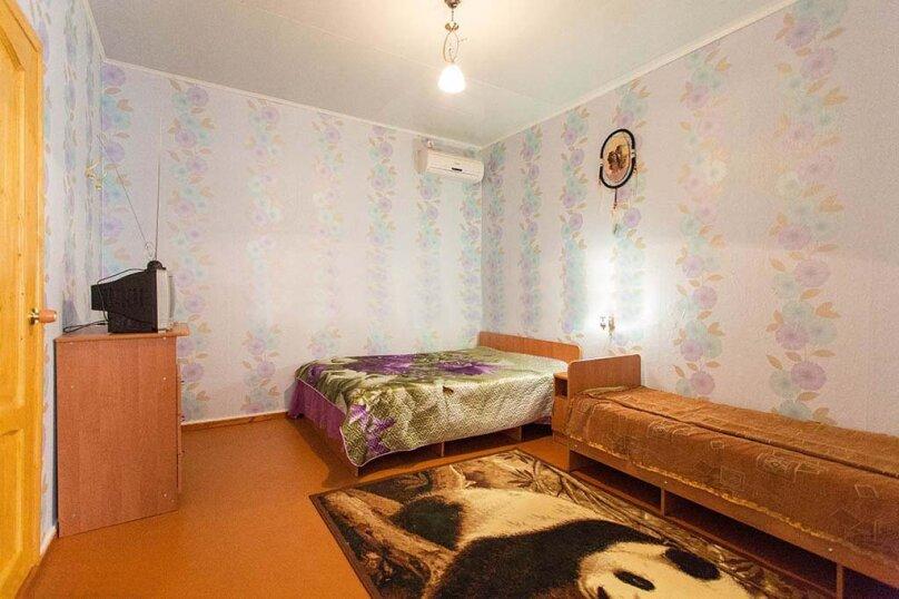 Трехместный №Б-4, улица Сурикова, 52, Геленджик - Фотография 2