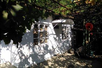 Гостевой дом не далеко от моря, улица Луговского, 9 на 3 комнаты - Фотография 1