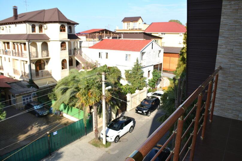 №10 Трехместный номер совсеми удобствами 3-этаж, улица 8 Марта, 14, Адлер - Фотография 5
