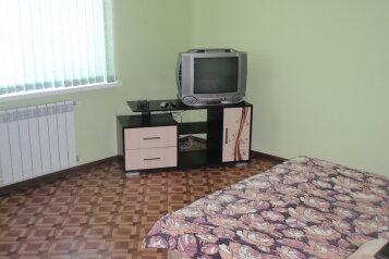 Комфортабельный коттедж, 70 кв.м. на 9 человек, 4 спальни, Людмилы Бобковой, Севастополь - Фотография 1