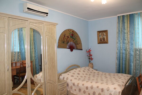 Дом на 5 человек, 1 спальня, Комсомольская площадь, 3, Алушта - Фотография 1
