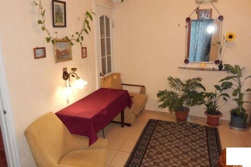 Дом , первый этаж, 26 кв.м. на 2 человека, 1 спальня, улица Пуцатова, 10, Алушта - Фотография 1