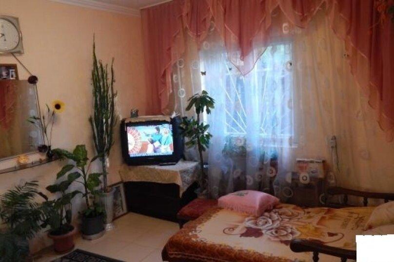 Дом , первый этаж, 26 кв.м. на 2 человека, 1 спальня, улица Пуцатова, 10, Алушта - Фотография 2