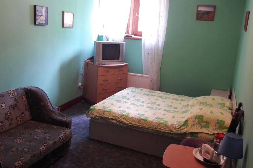 Двухместный, однокомнатный номер с одной двухспальной кроватью  и диваном, Бахчисарайское шоссе , 9В, Ялта - Фотография 1
