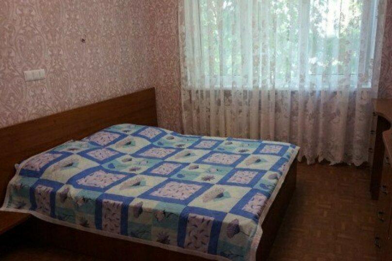 3-комн. квартира, 54 кв.м. на 6 человек, проспект Октябрьской Революции, 25, Севастополь - Фотография 1