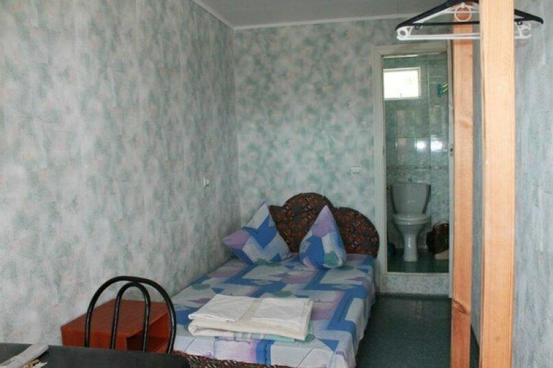 № 31,с удобствами, 3 этаж, 1чел.+1доп.место., улица Танкистов, 19, Судак - Фотография 1