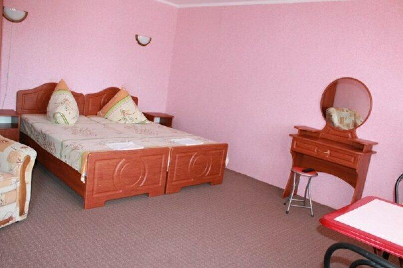 № 20,номер с удобствами и отдельным балконом, 2 этаж, на 2-3 чел. , улица Танкистов, 19, Судак - Фотография 1