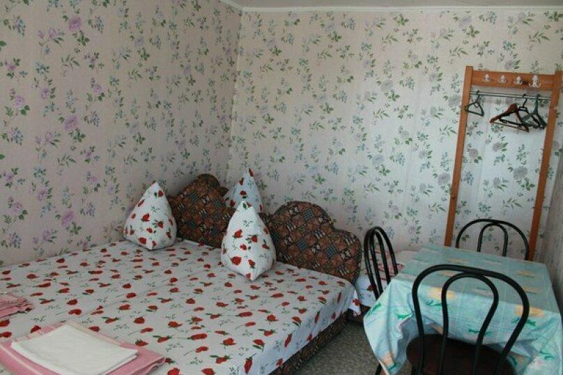№ 21, номер без удобств, 2 этаж, на 2-3 чел. , улица Танкистов, 19, Судак - Фотография 1