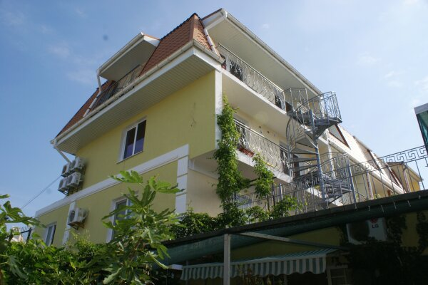 Гостиница, улица Бирюзова, 58 на 12 номеров - Фотография 1