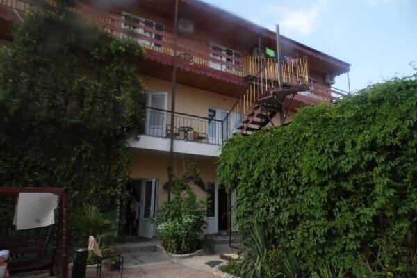 Гостевой дом  У Тимура , улица Мусы Мамута, 15 на 13 комнат - Фотография 1