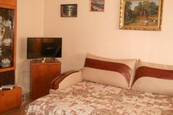 2-комн. квартира, 68 кв.м. на 6 человек, улица Октябрьская,  34, Алушта - Фотография 1